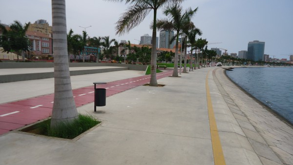 Marginal_Avenida_4_de_Fevreiro_Luanda_March_2013_02