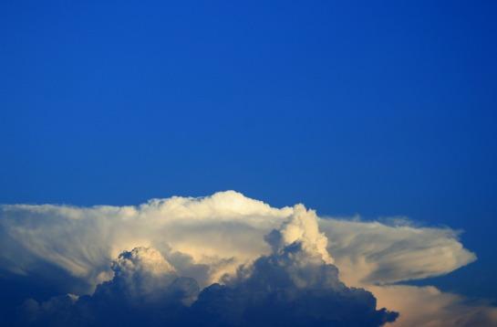 clouds-208000_1920